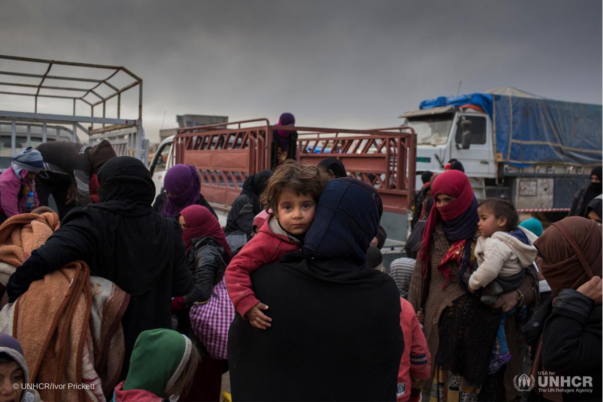Iraq-crosos-people fleeing conflict